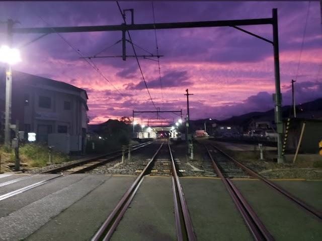 O céu ficou roxo no Japão com tufão Hagibis se aproximando