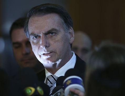 Posse de Bolsonaro será às 15h de 1º de janeiro, diz Eunício