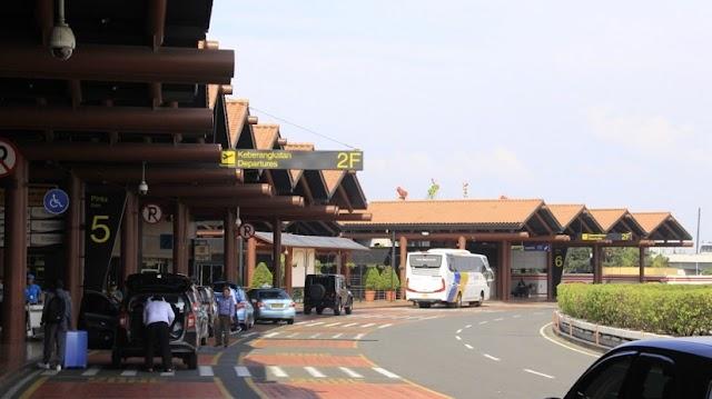 Pengantar Penumpang Di Bandara Soetta Boleh Masuk Ke Area Check-in