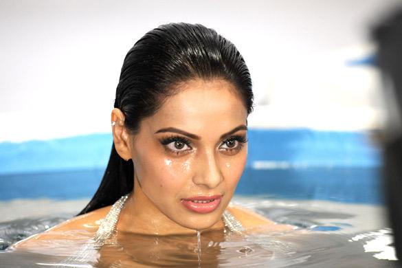 Bipasha Basu Hot Swimsuit Pics in White Bikini in Raaz 3