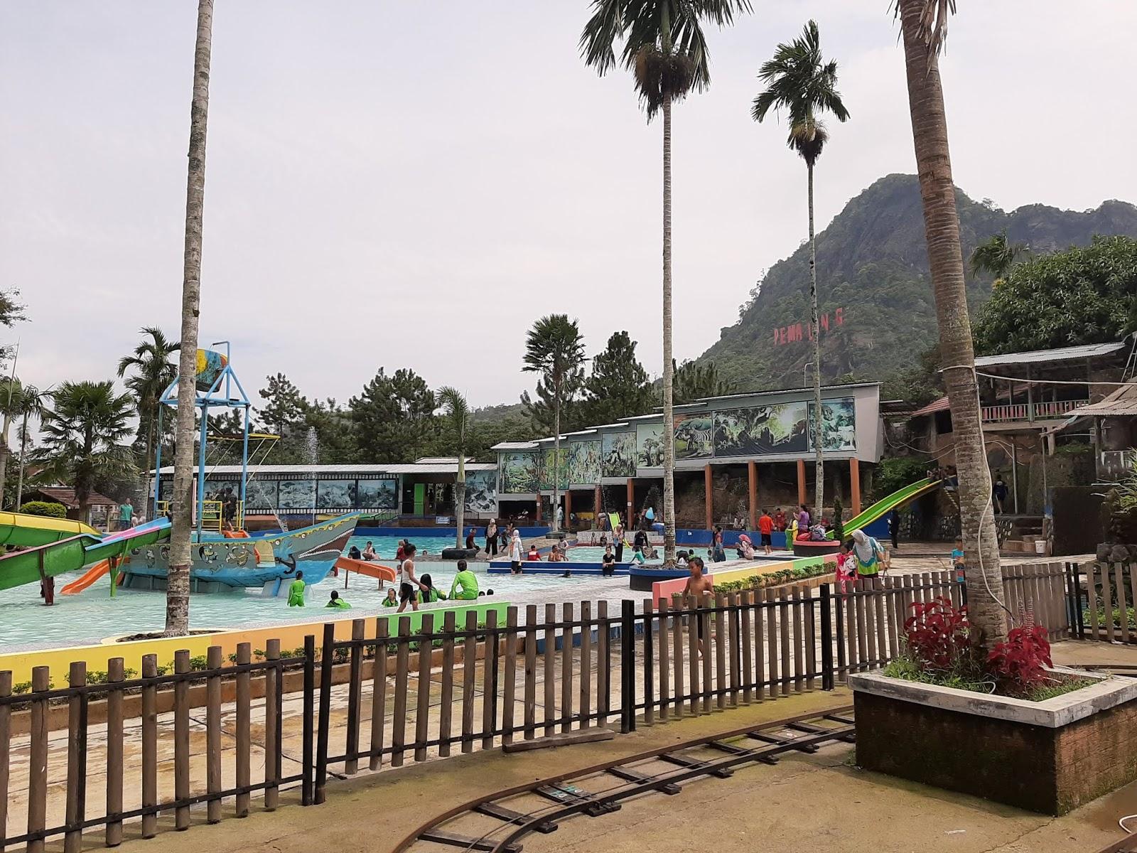 kolam renang jambe kembar