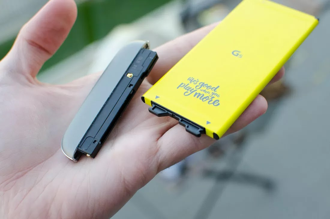 Pin tháo rời mô-đun của LG G5. Nhớ những cái đó?