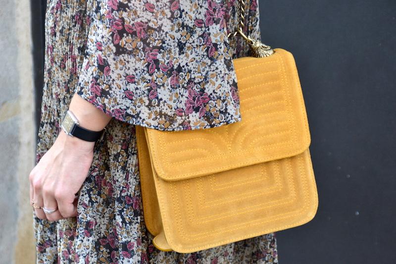sac jaune moutarde Zara et montre Isabel Marant