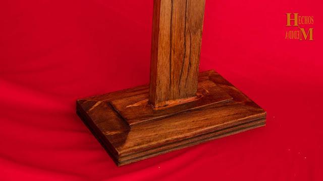 cruz-de-madera-en-la base