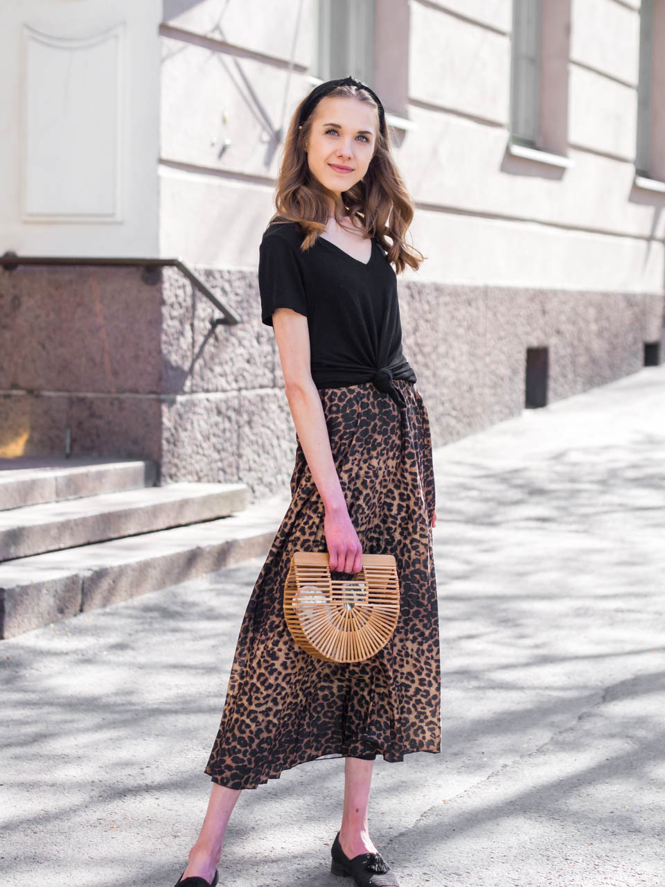 fashion-blogger-outfit-leopard-midi-skirt