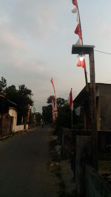 Jalan_Biliton_gedang_sewu_pre_kediri_menyambut_17_agustus_umbul_umbul_dan_bendera_di_pasang
