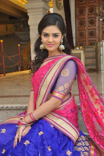 Telugu Anchor Srimukhi Latest Pics In Half Saree Actress Trend