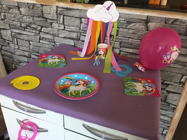 décoration d'anniversaire sur les licornes
