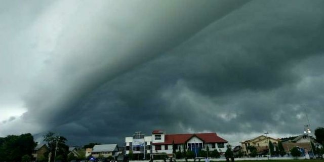 Perbedaan Angin Muson Barat dan Angin Muson Timur