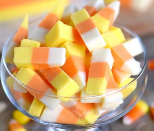 EASY CANDY CORN FUDGE #desserts #partydesserts