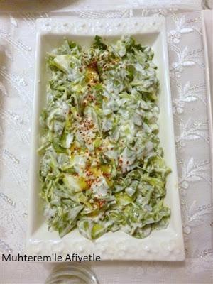akşam yemeği için yoğurtlu salata önerisi