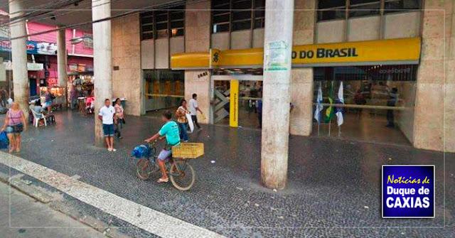 Bandidos explodem caixas eletrônicos de banco em Duque de Caxias