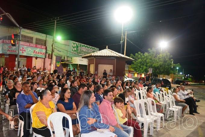 João Câmara: Prefeito Maurício e Holderlin realizam Culto de Ação de Graças em frente a prefeitura.