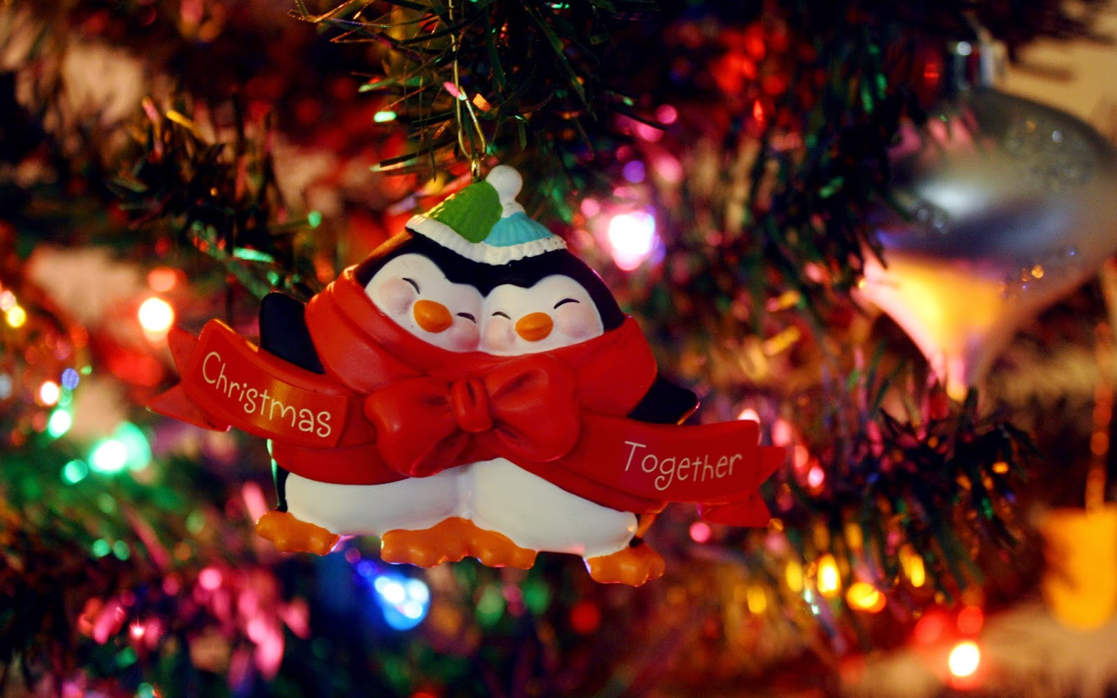 cute-penguin-couple-love-pair-decoration-toys-for-christmas-tree-photo-images.jpg