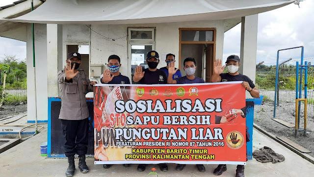 Briptu yunus Sosialisasi Saber pungli ke masyarakat desa tuyau