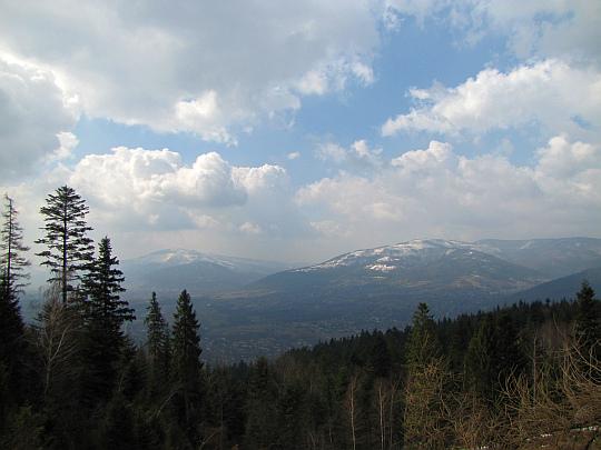 Dolina Białej i Beskid Śląski z potężnym masywem Skrzycznego oraz Klimczoka.