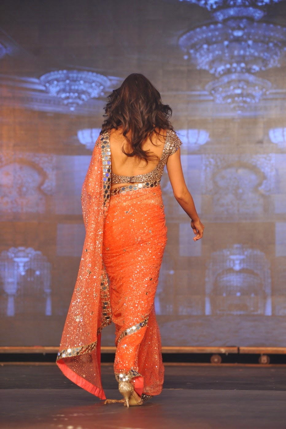 LATEST SOUTH INDIAN DESIGNER SAREE AND BLOUSE NECK DESIGNS ...