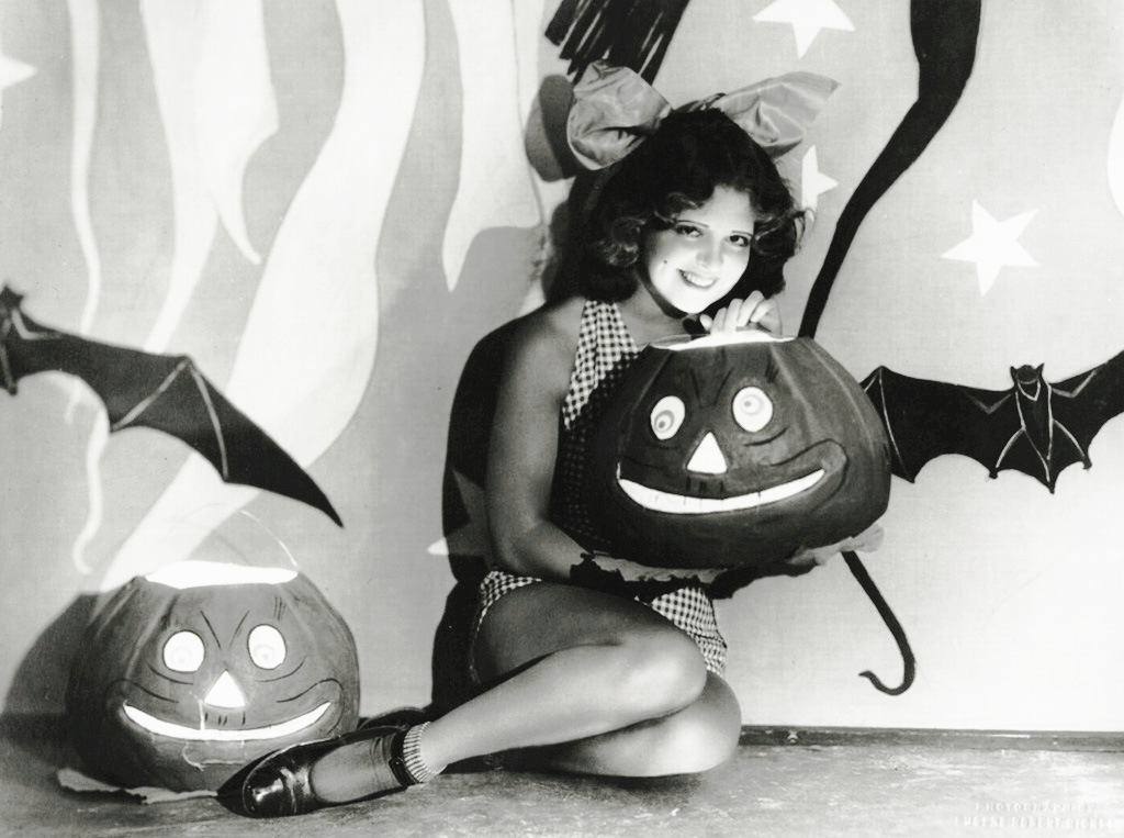 Happy Halloween From Old Hollywood Clara Bow In Her Costume 1920s