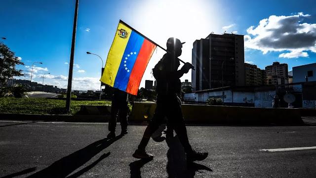 Nueva sanción prohíbe a empresas o gobiernos brindar asistencia financiera a Maduro, afirma De Alba
