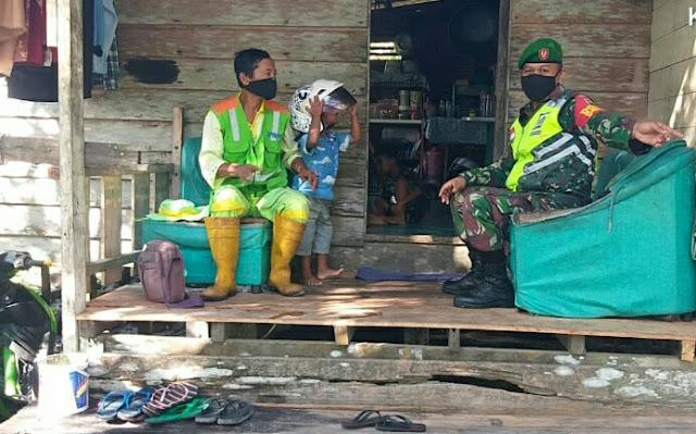 Babinsa Desa Limau Manis Lakukan Komsos Dengan Pengurus Taman Masjid Agung Natuna