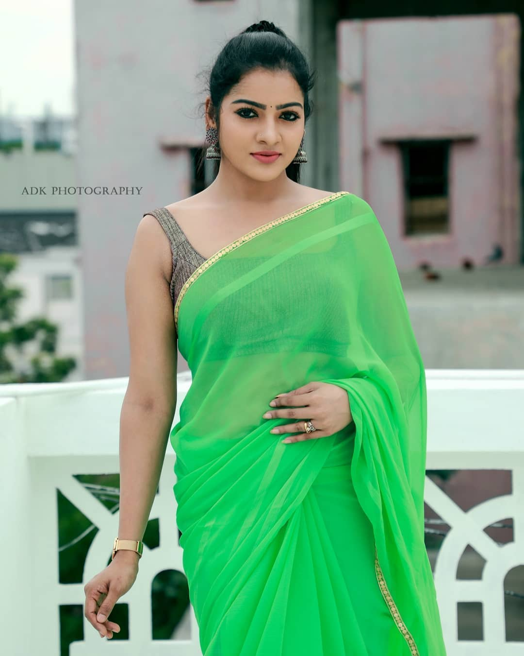 Chithu VJ latest photos in green saree
