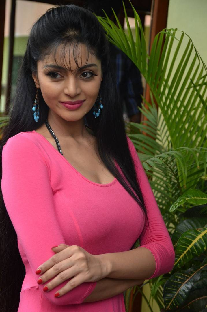 Sanam Shetty Stills At Kalai Vendhan Tamil Movie Team -9683