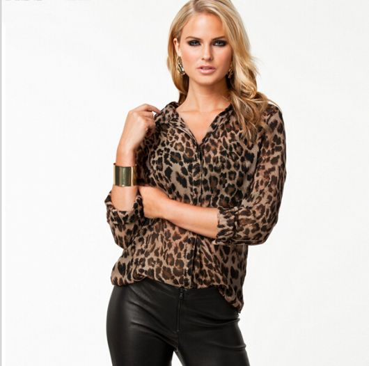 5668cd7e6 Blusa/Camisa de Chiffon Estampa Animal Print Onça - R$ 49,90 | Lumière Shop