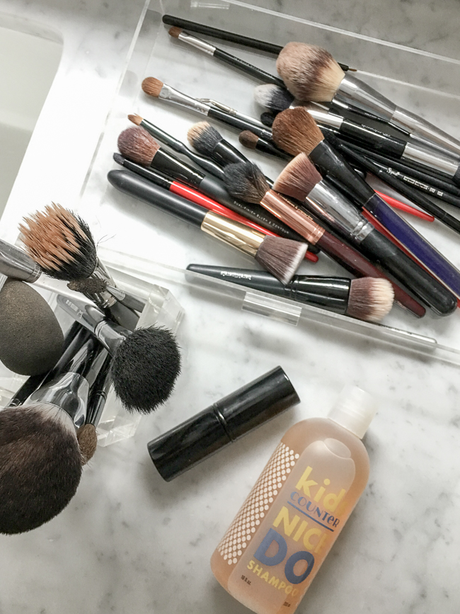 how to clean makeup brushes. how to clean makeup brushes