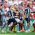 Em jogo polêmico e com cinco gols, Fla supera desfalques e vence Botafogo