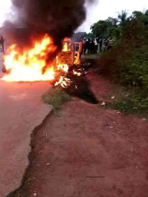 SCARY! Gunmen Ambush & Kill Policemen At A Checkpoint In Edo, Set Them On Fire