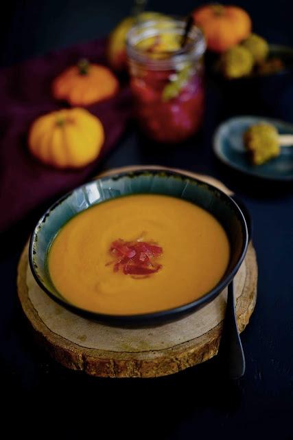 courge , soupe d'automne , pickles oignons rouges , épices , recette facile