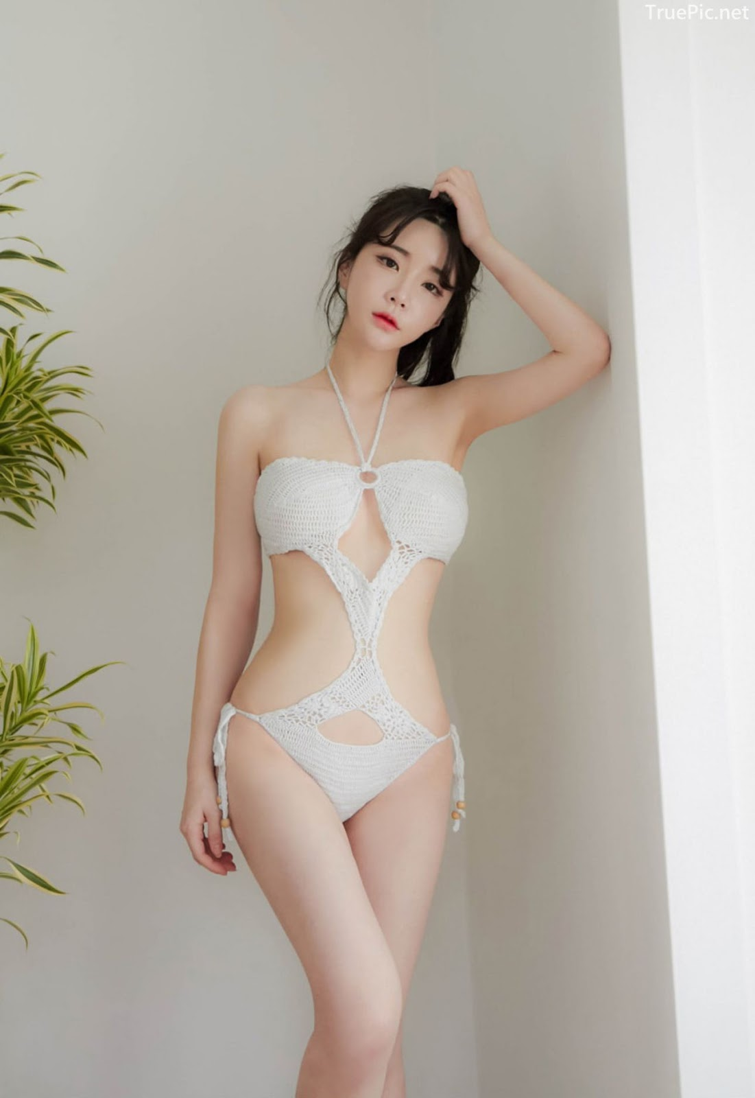 Yoo Gyeong - White vs Black swimsuit - Korean model and fashion - Picture 3
