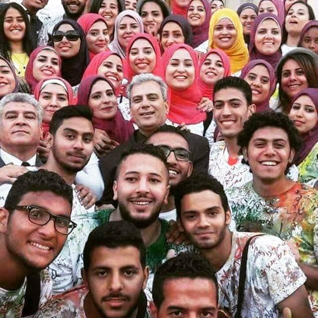 رئيس جامعة القاهرة يحارب الحجاب لإرضاء السلطة