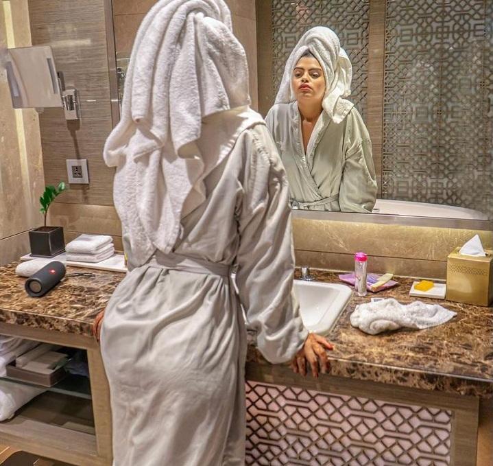 prachi-singh-raise-temperature-of-internet-while-enjoying-bubble-bath