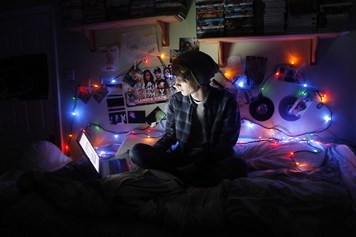 quase perfeito, menino no quarto tumblr