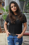 Wamiqa Gabbi stylish photo shoot-thumbnail-19