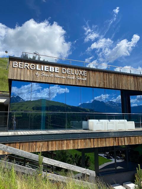 Lifestyle Hochzeit in den Bergen, Zillertal, Tirol, Alpenwelt-Resort, Navy Blue, Blush, Gold, Hochzeitsplanung 4 wedding & events Uschi Glas, Hochzeitsfotografie Marc Gilsdorf Alpenwedding