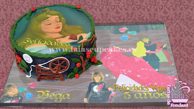 Tarta personalizada de fondant Bella Durmiente Aurora Laia's Cupcakes Puerto Sagunto