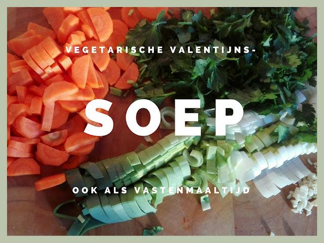 Gesneden wortel, prei en selderij voor in de Valentijnssoep.