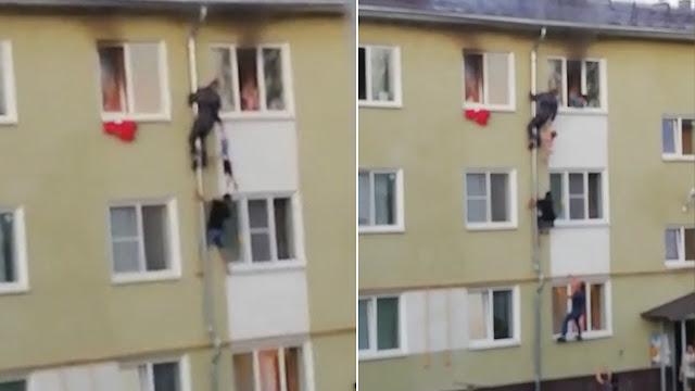 В Костроме мужчины эвакуировали детей из огня, забравшись туда по водосточной трубе.