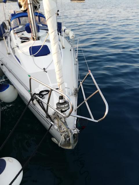 il danno al pulpito di prua della barca inglese