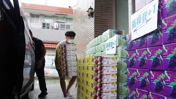 張錦昆號召企業挺彰化農產 採購大村葡萄送防疫人員