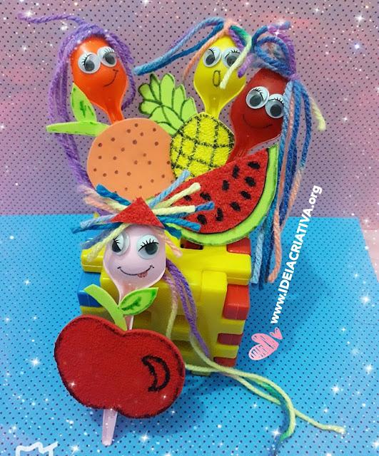 Fantoches Frutinhas feitos com  colheres