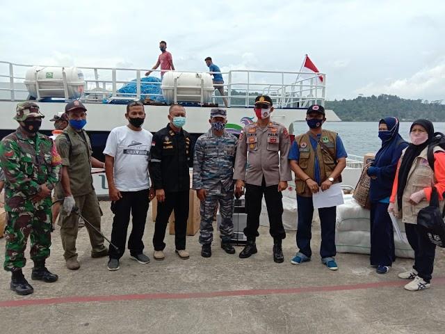 Tenaga Kesehatan dan Satgas Covid-19 Sikakap dapat Bantuan APD dari BPBD Propinsi Sumatera Barat | dutametro