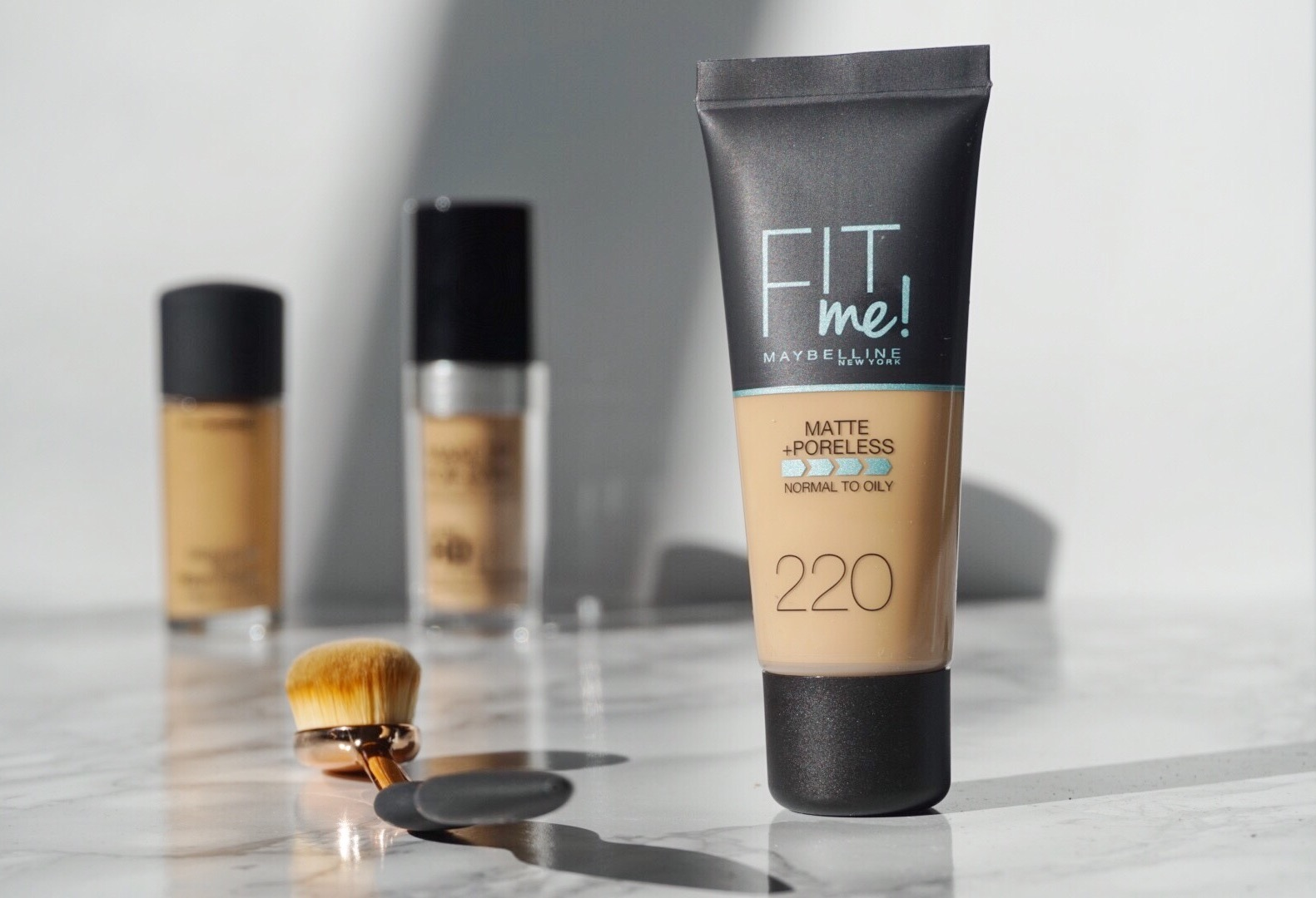 Matte and Poreless foundation 220