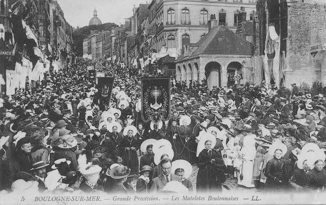 CPA Boulogne-sur-Mer grande procession