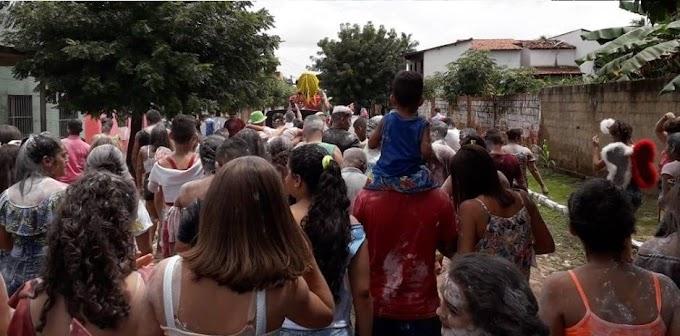 Bloco Só Canela realiza desfile pelas ruas e o tradicional jogo do avesso neste domingo de Carnaval!