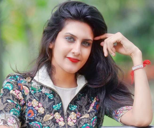 Top 5 Most Beautiful News Anchor In India - Actress Top