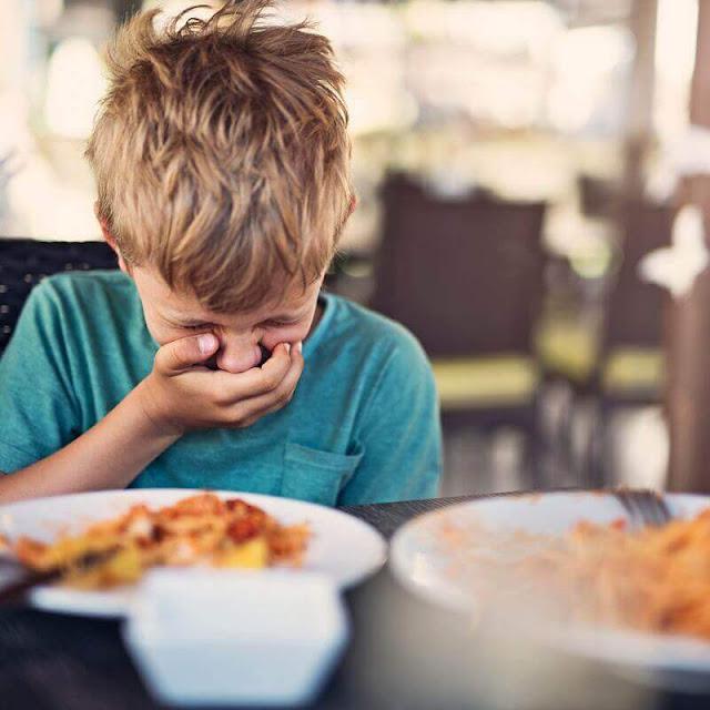 نصائح للأم إذا أكل طفلك أكل مسمم