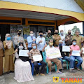 Pemkab Tanah Datar Salurkan BST ke Masyarakat Terdampak Covid-19
